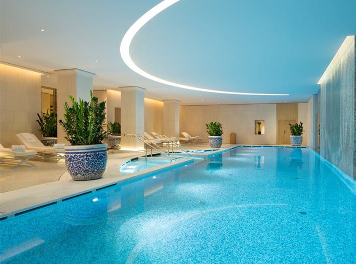 the-peninsula-paris-pool